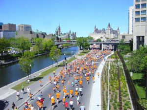 Coureurs près du Canal Rideau à Ottawa - Photo En Route - Air Canada